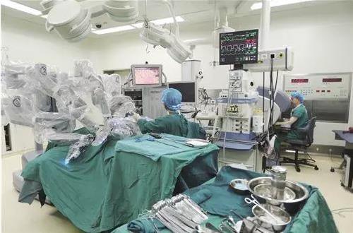 食道癌机器人辅助手术与胸腔镜对比,手术时间延长但康复更快